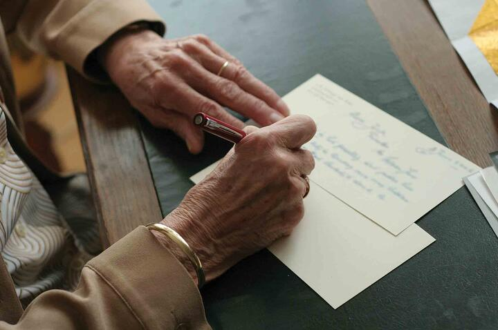 3 Tips for Writing a Thoughtful Condolence Note