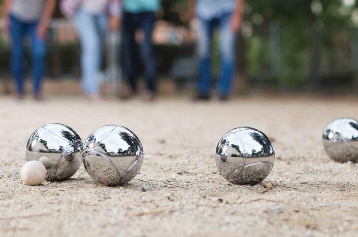 The Game of Pétanque